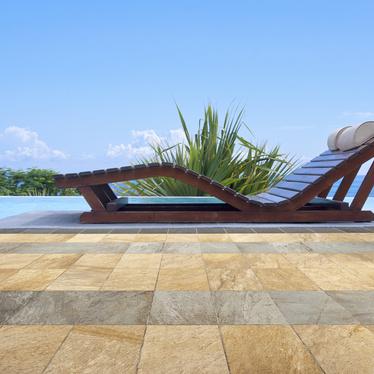 Bien choisir son carrelage extérieur pour une terrasse ou une plage de piscines